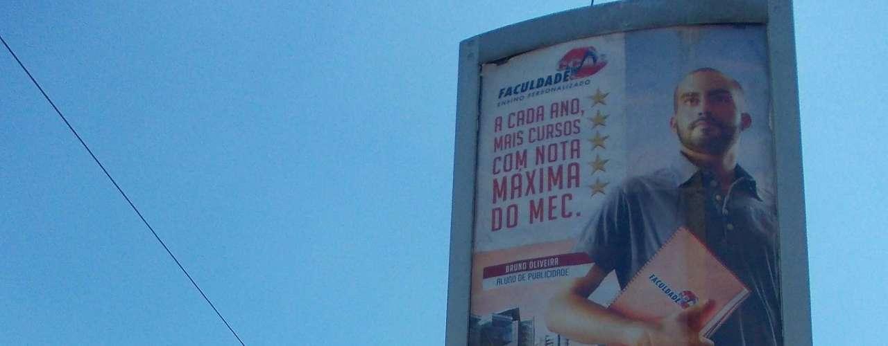 25 de fevereiro - No bairro de Madureira, no Rio de Janeiro, relógio de rua marcava temperatura de 36ºC