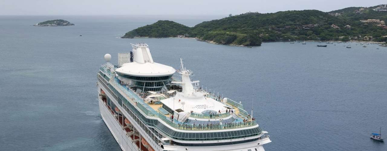 Splendour of the Seas  Com partida de Santos em 22 de abril, o navio da Royal Caribbean International tem como destino final Barcelona, na Espanha