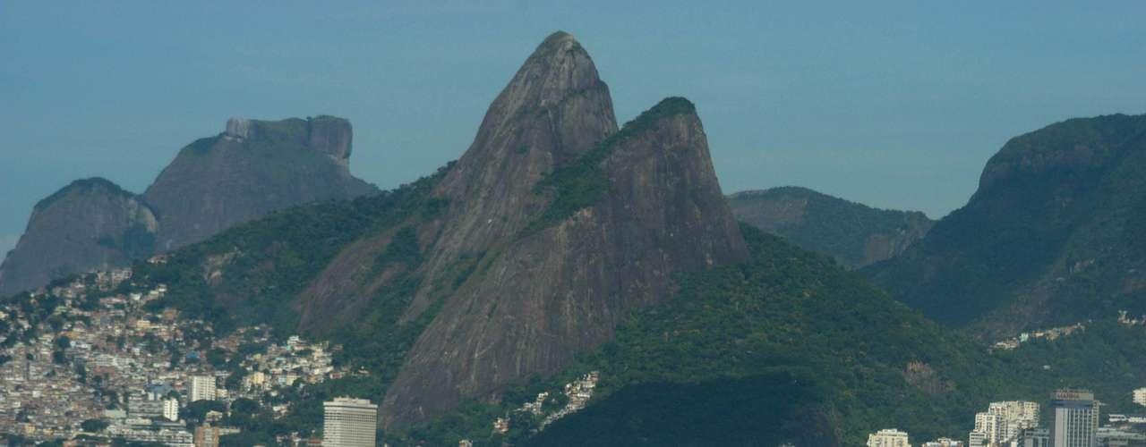 26 de fevereiro Famílias foram à praia durante a manhã, no Rio de Janeiro