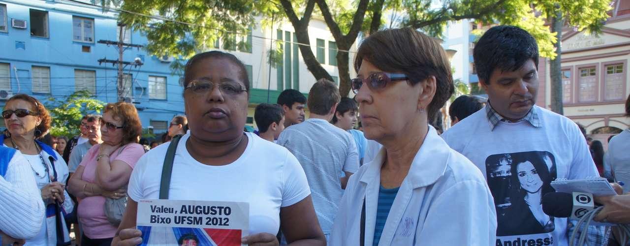27 de fevereiro -Emoção marcou a homenagem de um mês na praça Saldanha Marinho