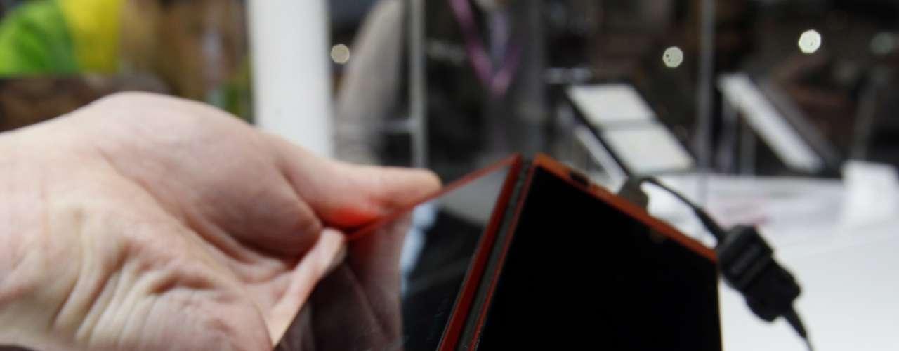 A fabricante NEC apresentou um modelo de duas telas no Mobile World Congress (MWC)