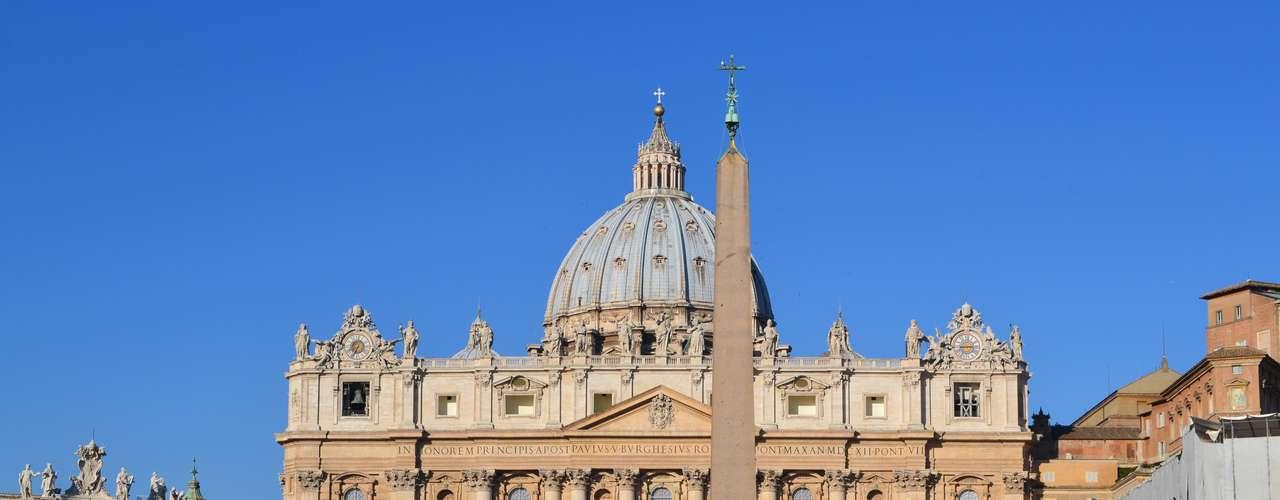 O Papa, que deixará o cargo na quinta-feira (28), reuniu fiéis de vários países para a sua última audiência