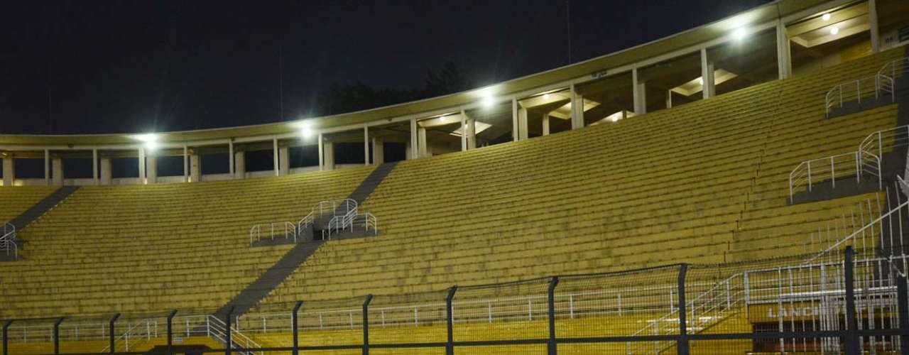 Sem torcida, Estádio do Pacaembu é palco de Corinthians x Millonarios pela Copa Libertadores da América 2013