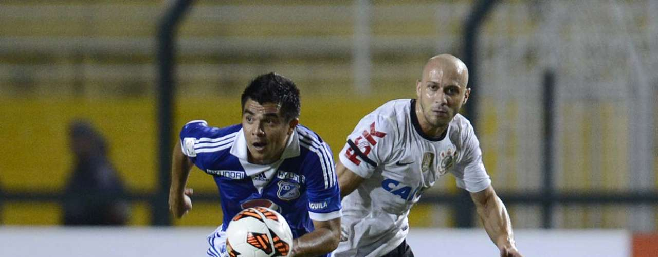 Alessandro acompanha corrida de jogador do Millonarios