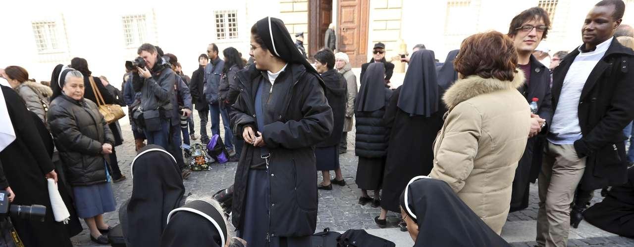 Grupo de freiras também se preparou para aguardar pelo Papa