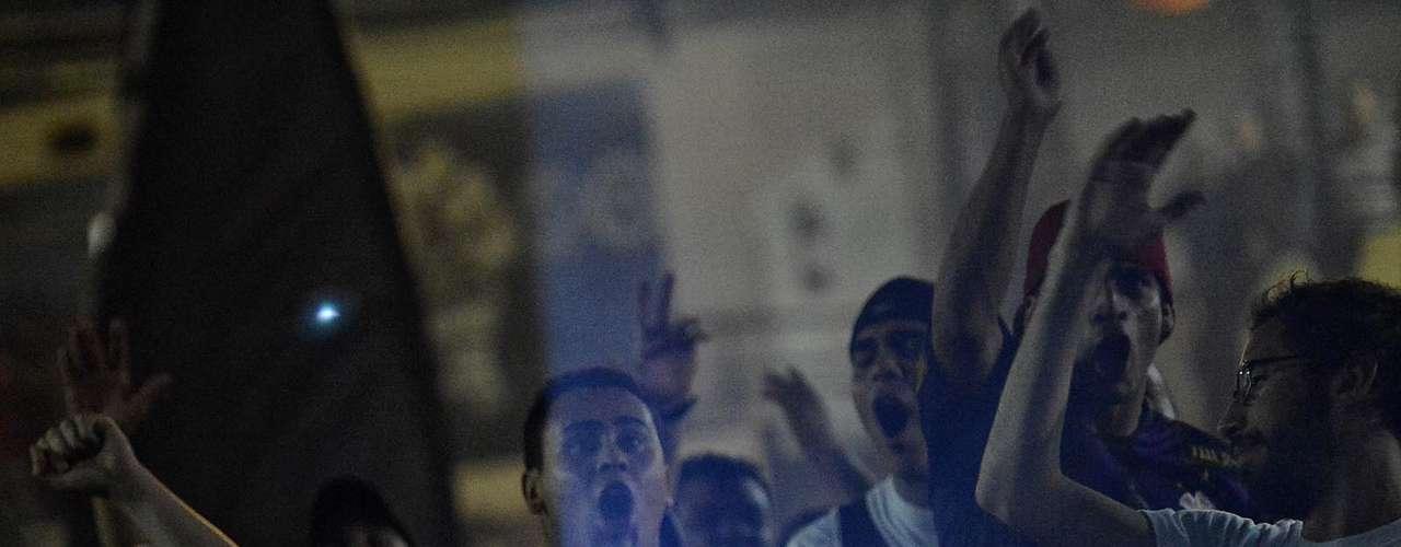 Partida foi exibida em telão na sede da torcida organizada