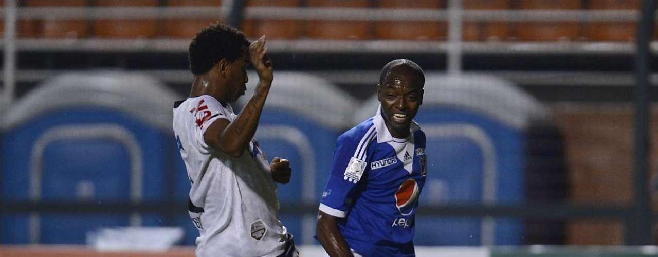 Zagueiro Gil assumiu a titularidade do Corinthians com a lesão de Chicão
