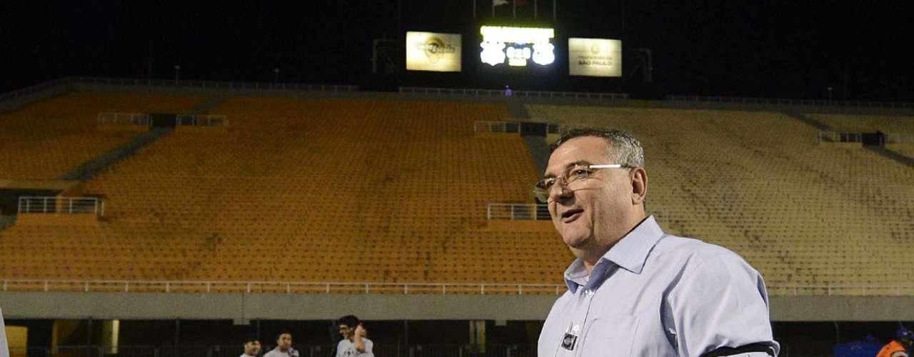 Presidente Mario Gobbi comparece ao Pacaembu para ver a vitória do Corinthians