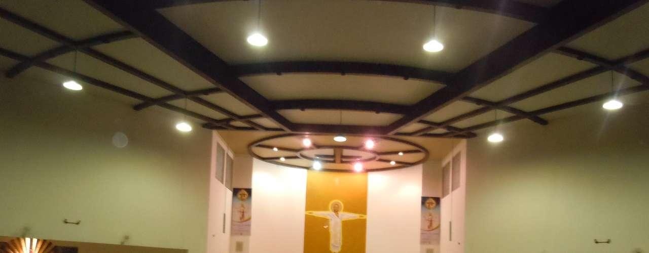 27 de fevereiro - A caminhada foi em silêncio até a igreja Nossa Senhora de Fátima, onde foi rezada uma missa