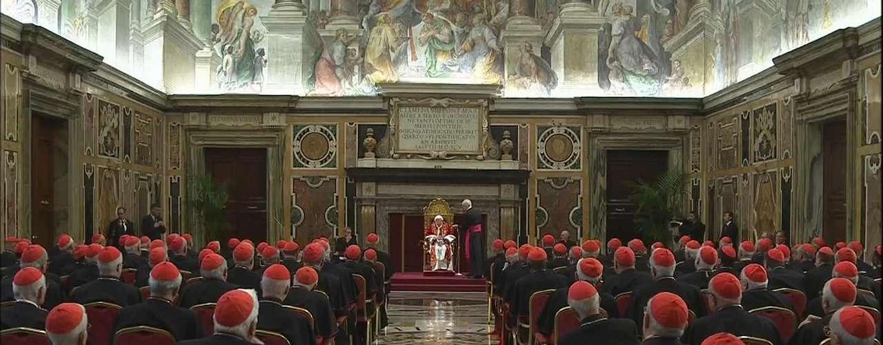 Os cardeais também prestaram sua homenagem ao Pontífice