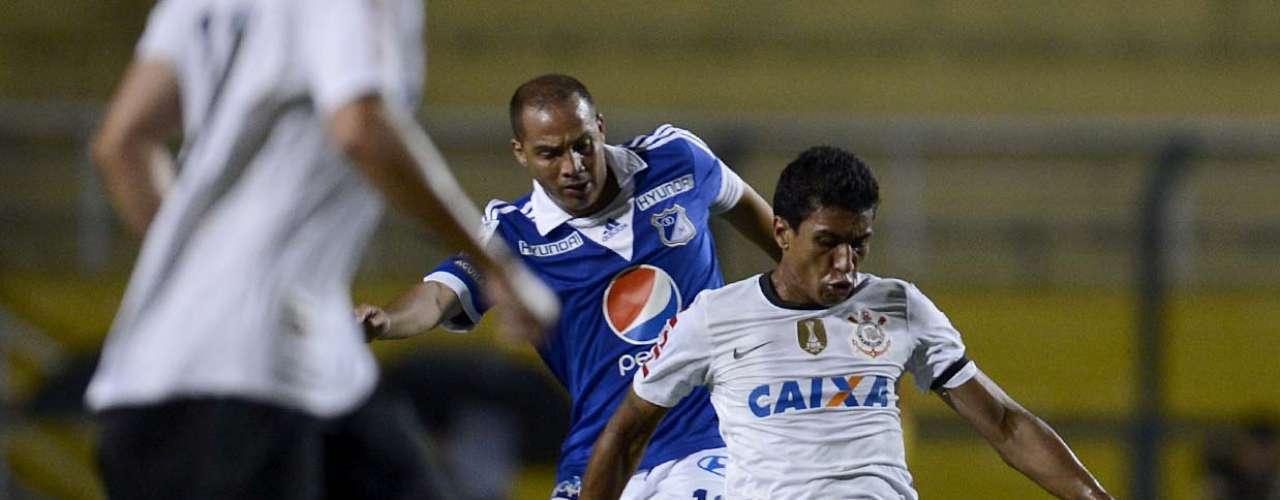 Paulinho protege bola da chegada de jogador do Millonarios