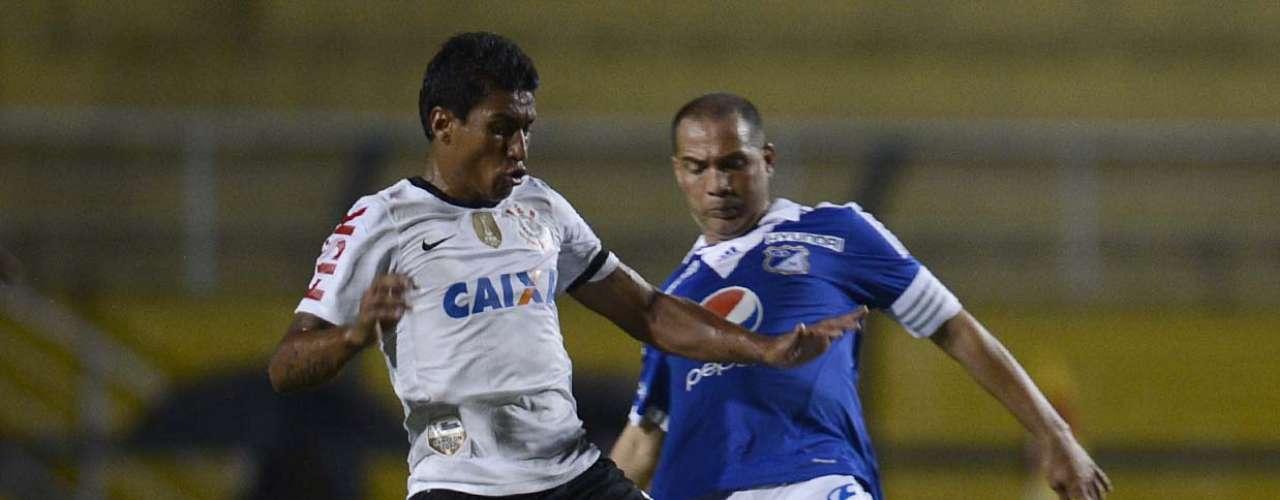 Paulinho chega forte na marcação