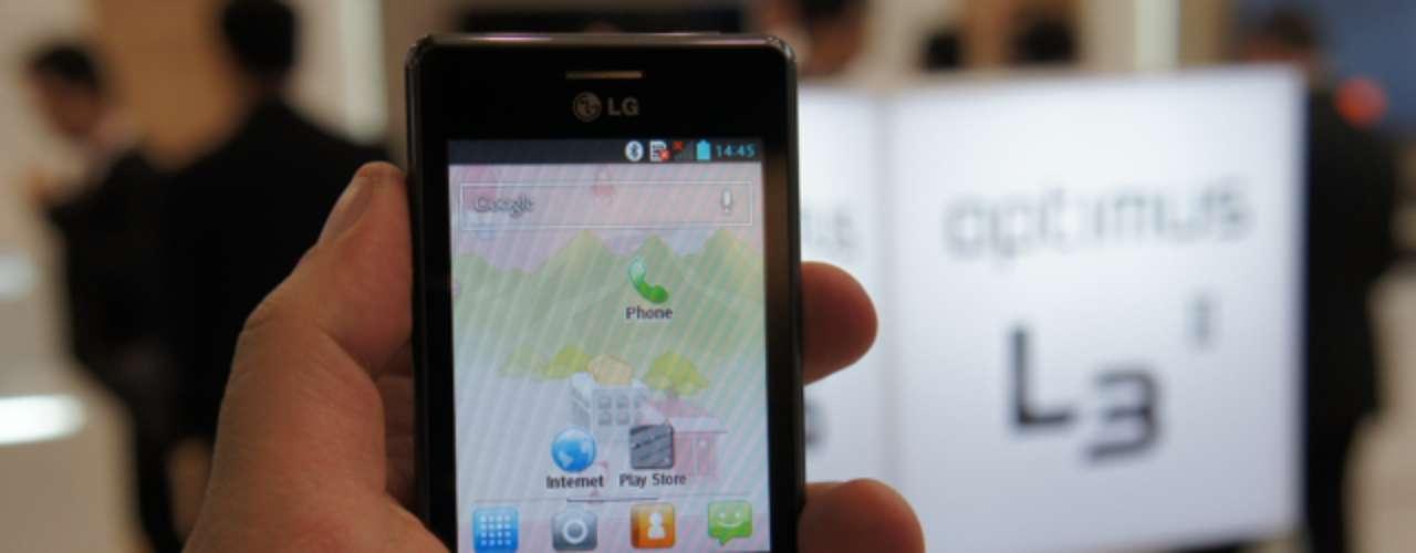 Em breve no Brasil - Com a promessa de disponibilidade no Brasil já durante o MWC, o LG Optimus L3 II é uma pequena evolução do Optimus L3 original, modelo do ano passado. Suas configurações incluem processador de 1 GHz (single-core), 4 GB de armazenamento interno/512 MB de RAM