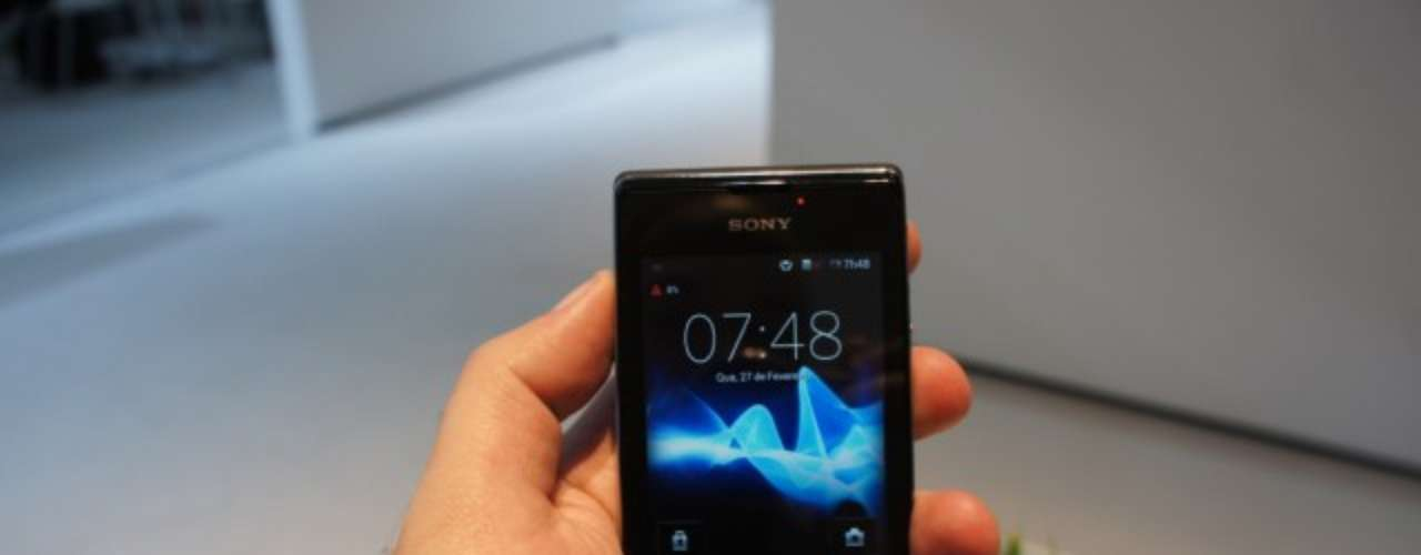 Em breve no Brasil - O Xperia E Dual segue a cartilha dos aparelhos Android básicos: tela de 3,5 (320 x 480), 4 GB de armazenamento, processador Qualcomm de 1 GHz, câmera de 3 megapixels