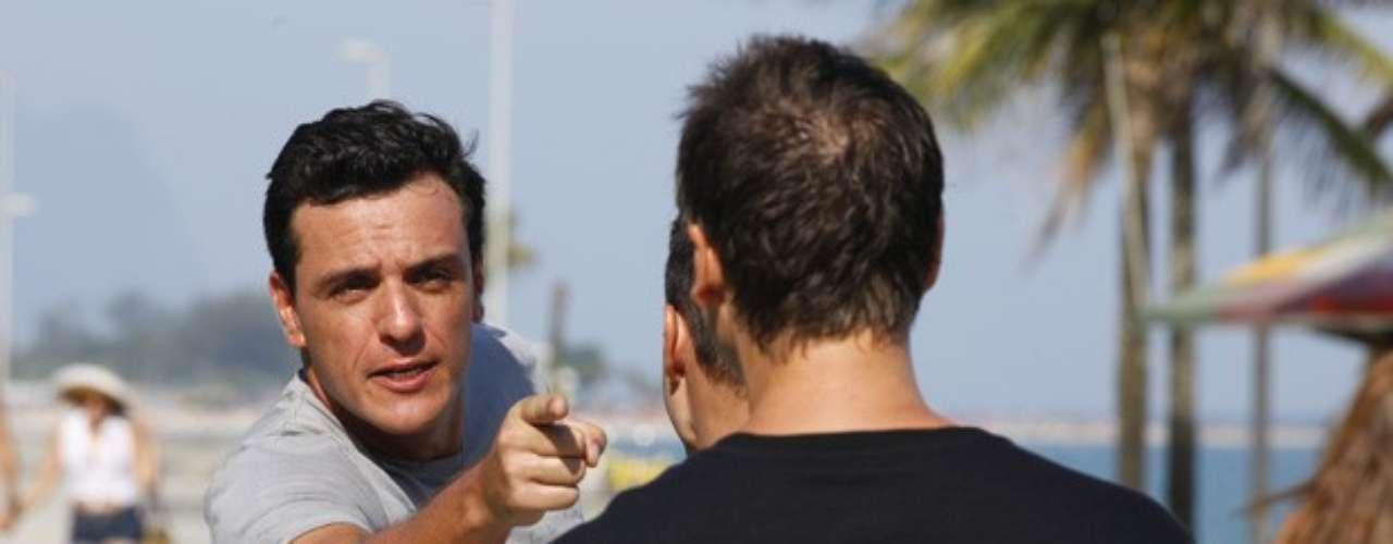 Élcio provocou o capitão quando o avistou saindo da praia