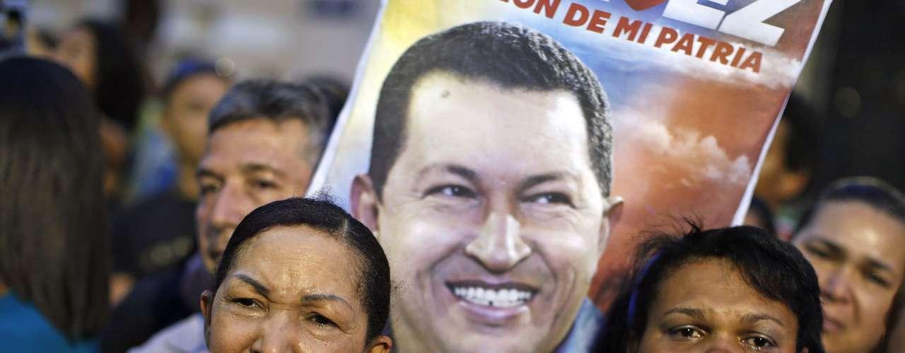 5 de março -Clima é de tristeza no país após anúncio da morte do presidente