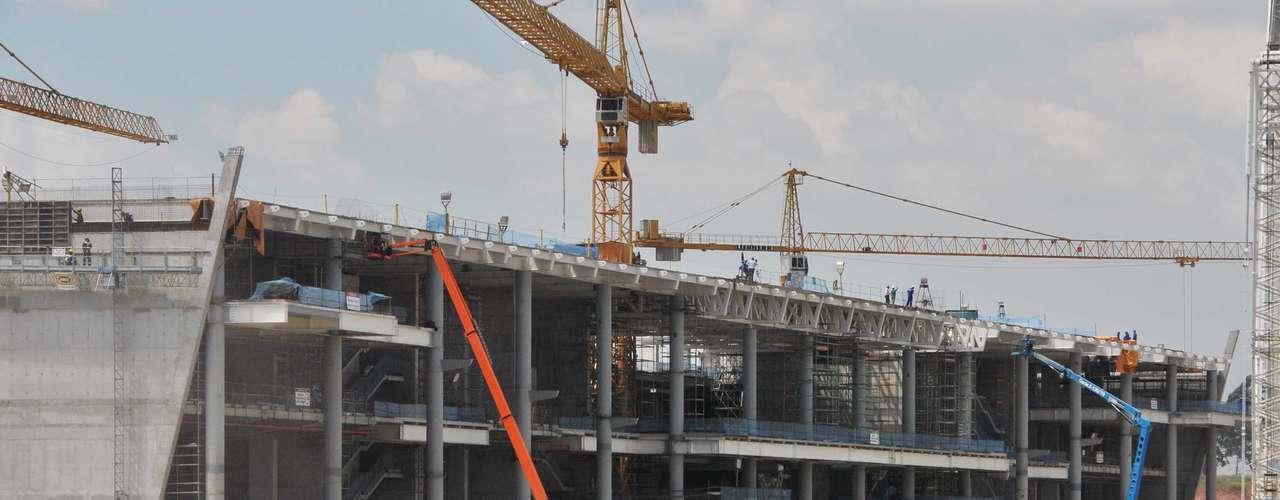 5 de março de 2013:As obras registraram avanço de 66,18%. Atualmente, os trabalhos de construção do estádio concentram-se na montagem das estruturas metálicas do telhado do prédio oeste