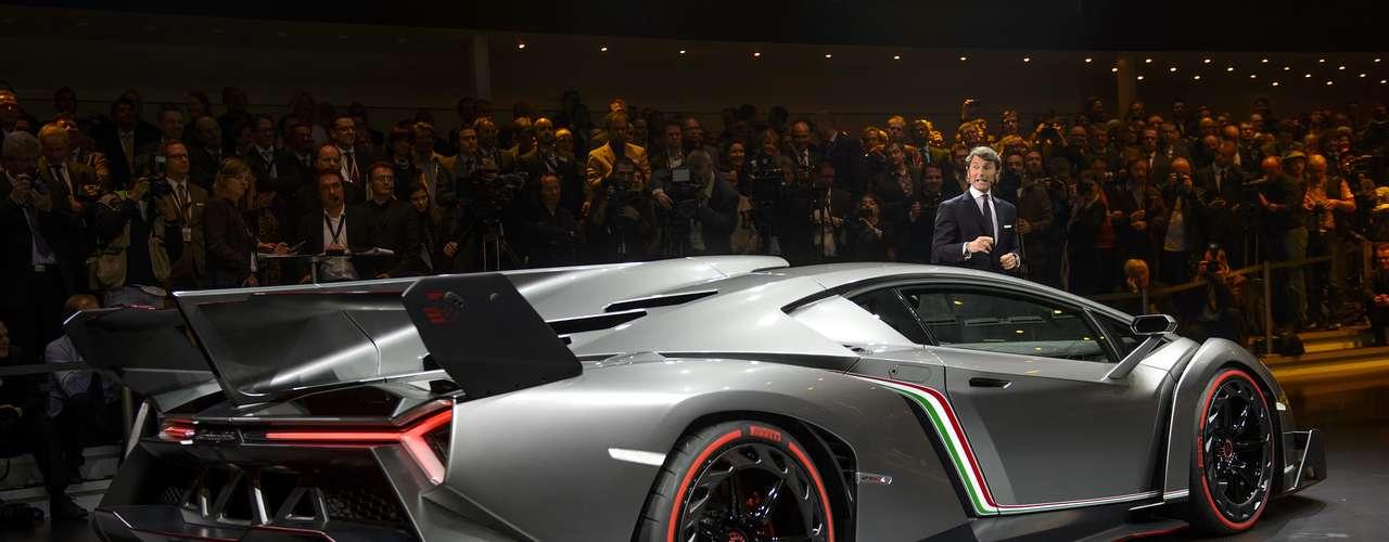 Chamado de Veneno, o modelo é baseado na Aventador, mas tem 760 cavalos de potência e alcança 100 km/h em apenas 2s8