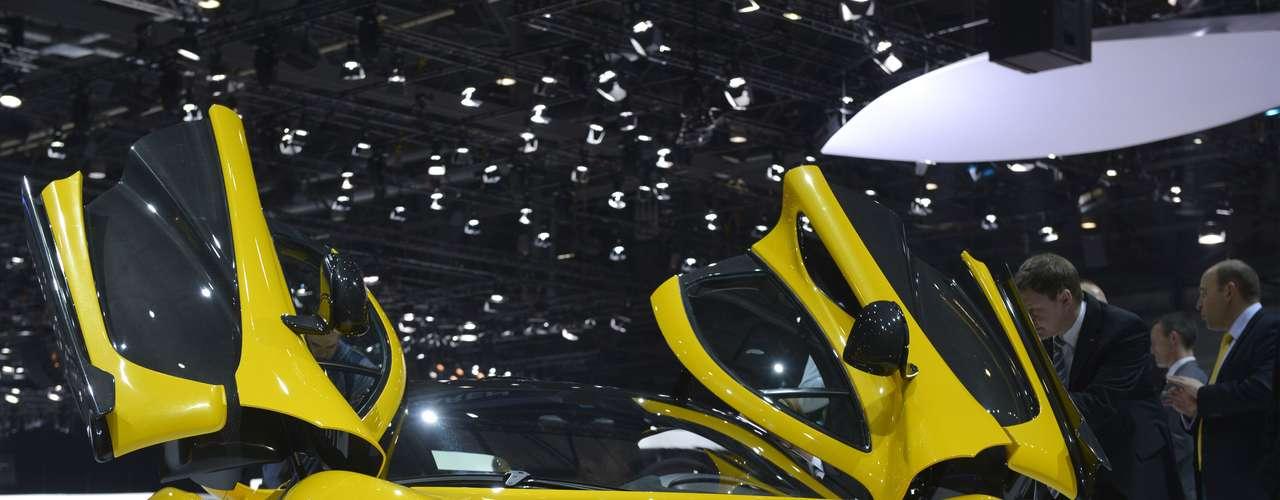 A McLaren apresentou em Genebra a nova geração dos seu superesportivo de rua, a P1