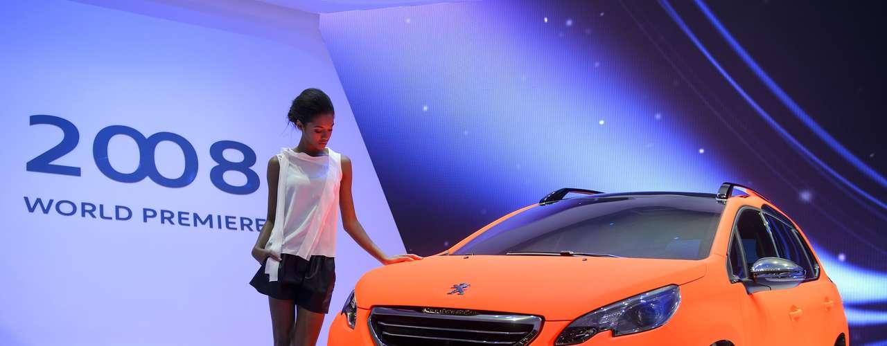 A Peugeot fez nesta terça-feira em Genebra, na Suíça, a estreia da versão final do crossover 2008  aposta da marca francesa para competir com o Ford EcoSport