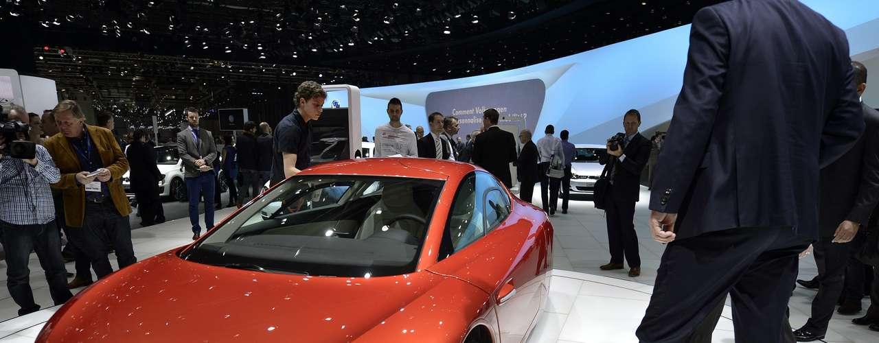 A Volkswagen apresentoudurante o Salão do Automóvel de Genebra, na Suíça, cinco novas versões do modelo Golf, uma do novo Jetta híbrido e a versão de produção do modelos de dois lugares XL1
