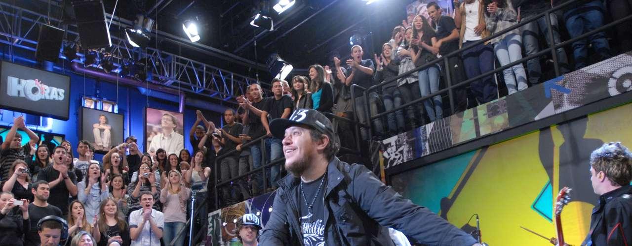 Chorão em participação no programa 'Altas Horas', em 2011
