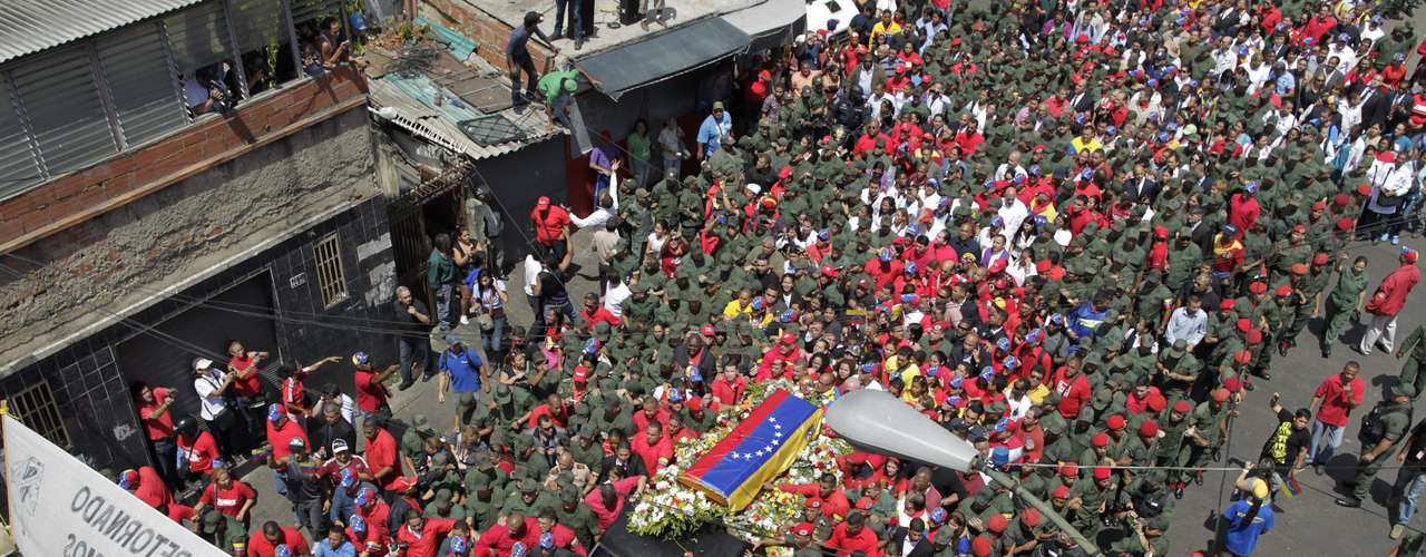 6 de março -O carro que levará o caixão de Chávez durante o cortejo deve ser acompanhado por quatro cavalos negros. Um deles levará a cadeira do governante