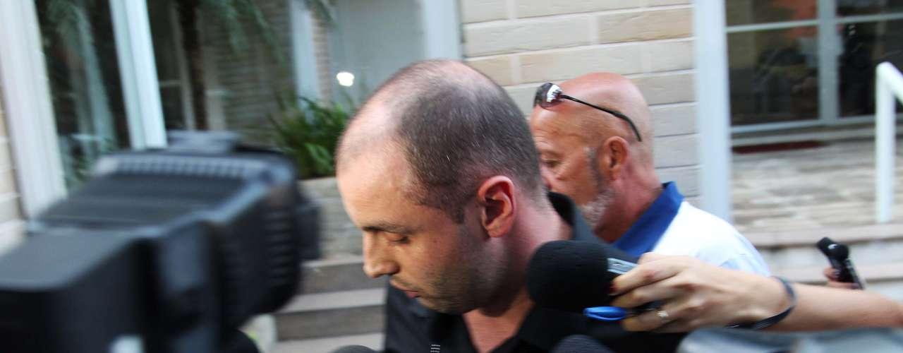 O músico Alexandre Magno Abrão, mais conhecido como Chorão, vocalista da banda Charlie Brown Jr., foi encontrado morto, em casa, no bairro de Pinheiros, na zona oeste de São Paulo, na madrugada desta quarta-feira (6). O motorista do cantor o encontrou desacordado e telefonou para o Serviço de Atendimento Móvel de Urgência (Samu)