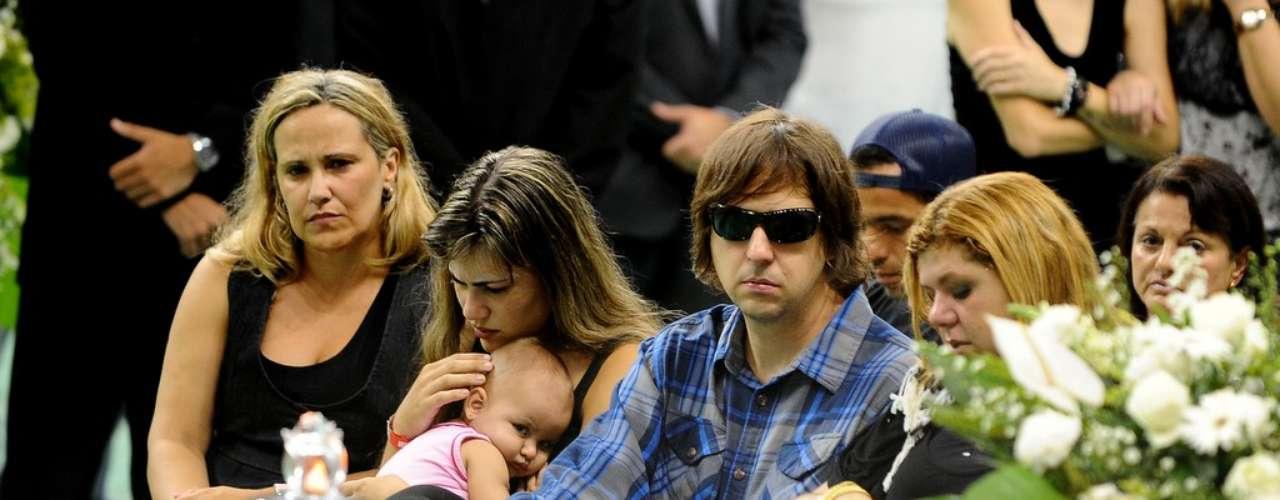 O guitarrista Marcão, do Charlie Brown Jr.,no velório de seu amigo Chorão,nesta quarta-feira (6), na Arena Santos, na Baixada Santista.