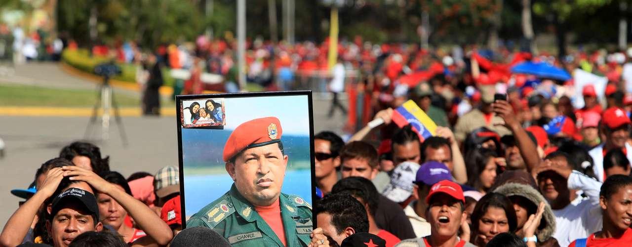 7 de março -Multidão aguarda até 9 horas na fila para se despedir de Hugo Chávez