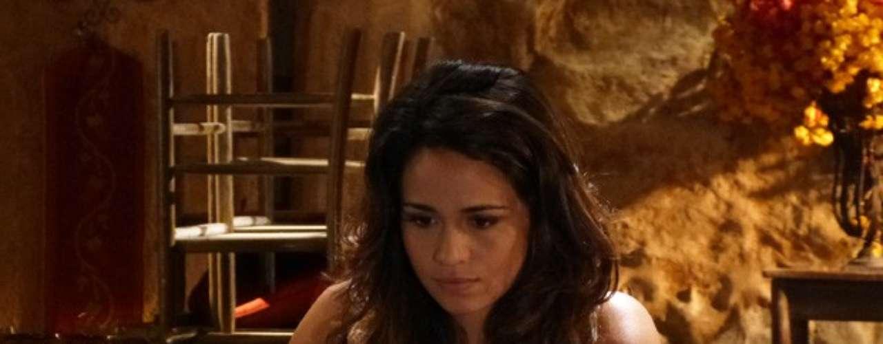 Pela rede social, Morena dá pistas concretas a Helô sobre máfia de traficantes de pessoas