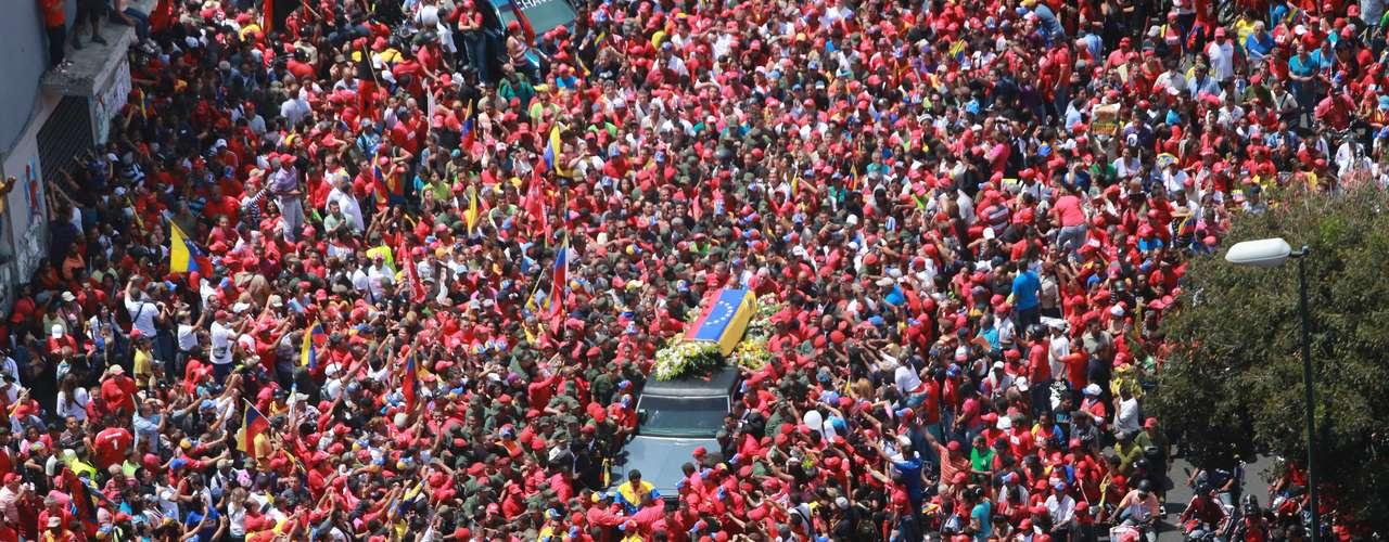 6 de março -Imagens aéreas mostram a multidão que seguiu o cortejo
