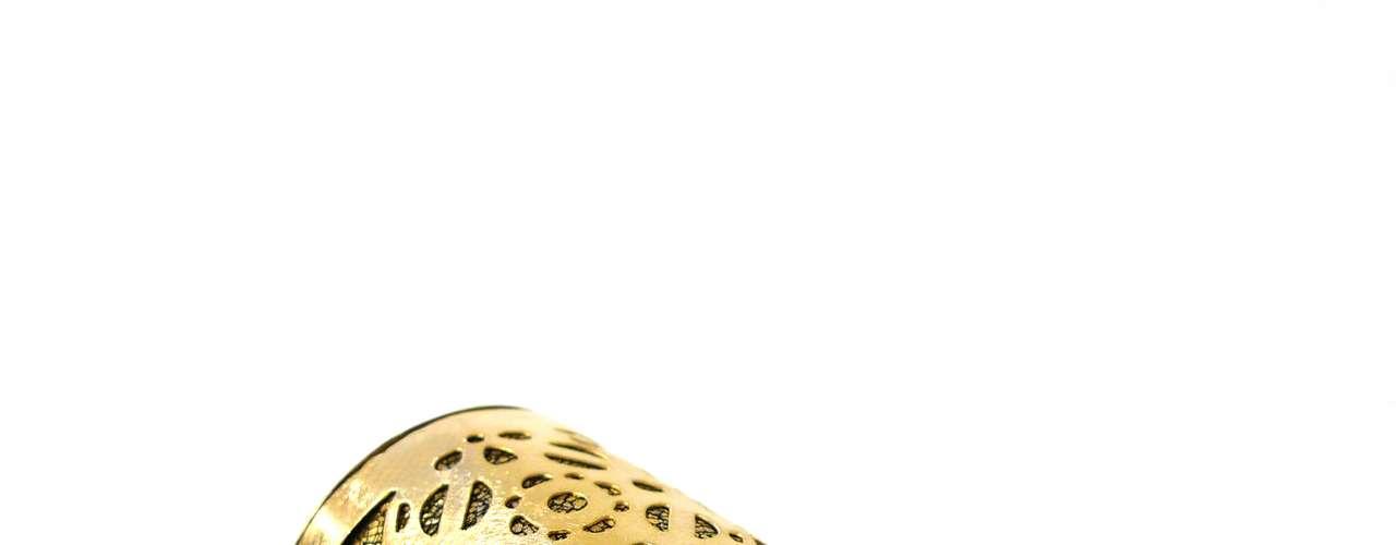 Bracelete dourado Fabrizio Giannone, R$ 348, Tel. 11 3061-1868
