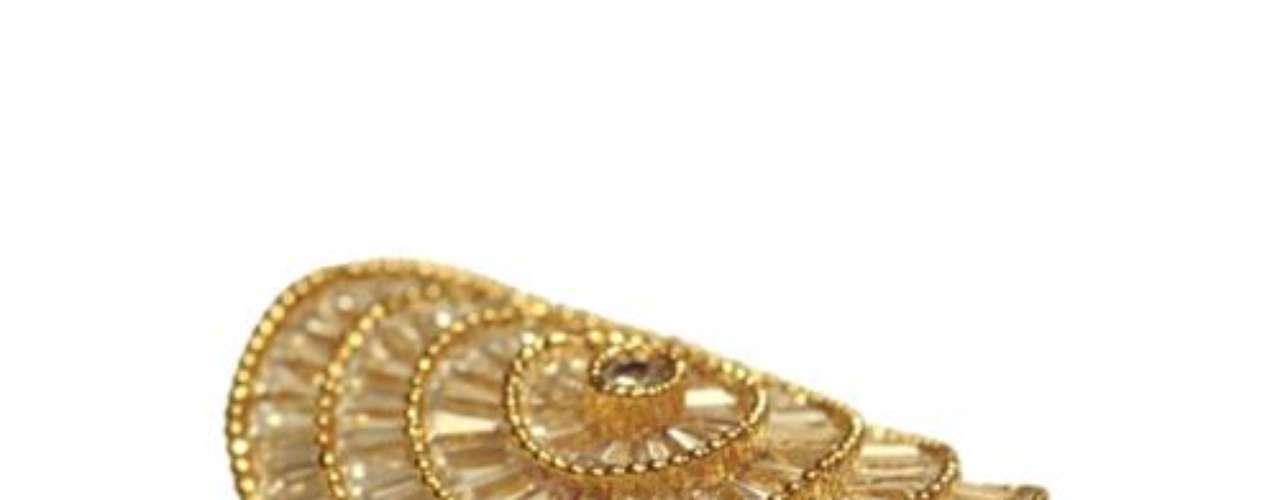 Anel dourado Morana, R$ 199, Tel. 11 4208-6200