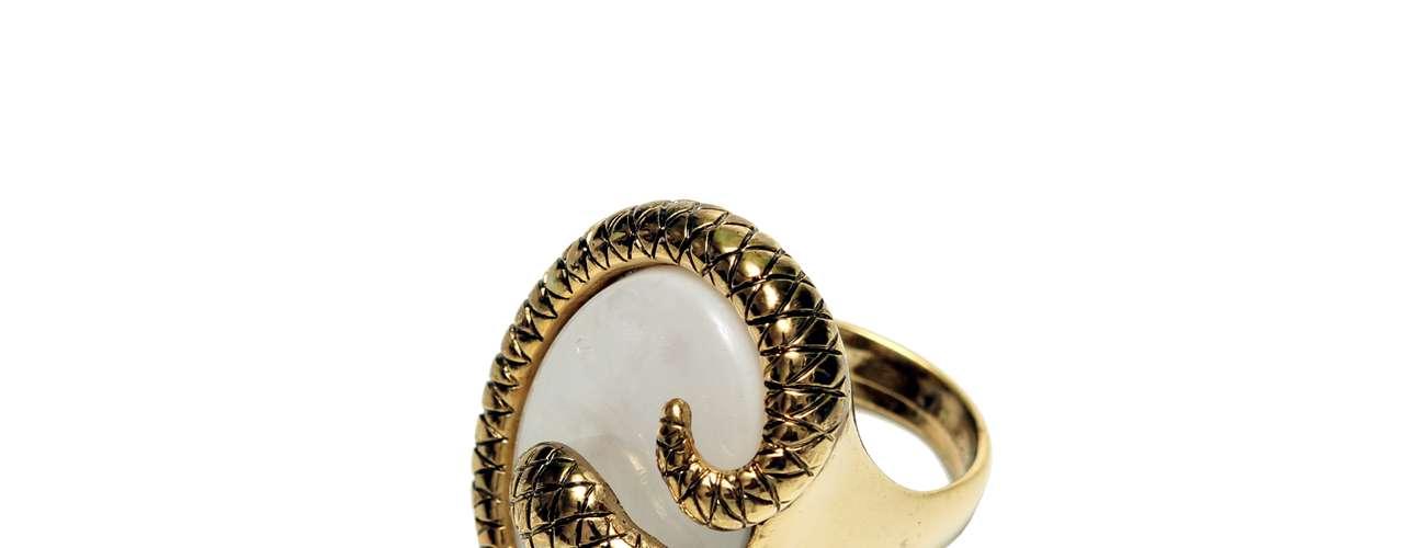 Anel com detalhe em forma de cobra Balonè, R$ 29, Tel. 11 4208-6200