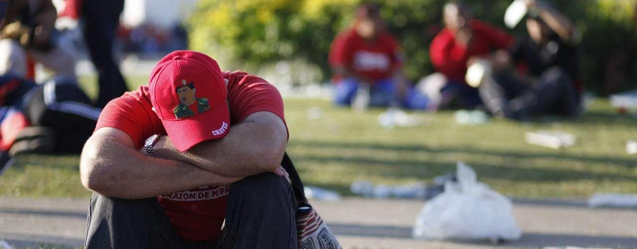 8 de março -Passa de 10 horas a espera para ver o corpo do ex-presidente venezuelano