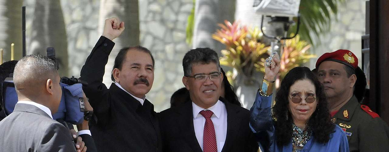 8 de março -O presidente da Nicarágua, Daniel Ortega (esq.), compareceu ao lado da mulher, Rosario