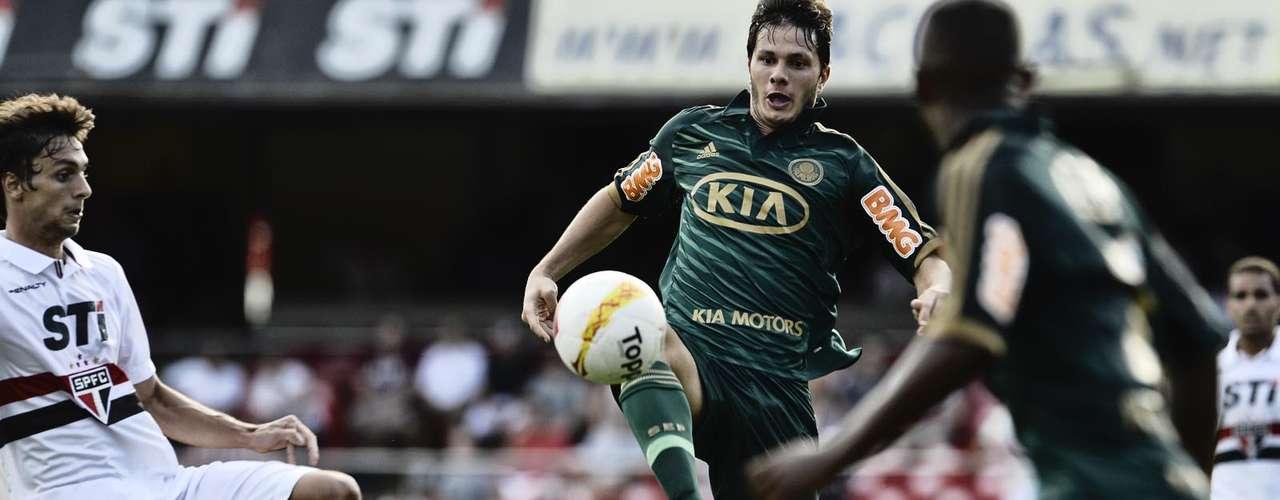 Rodrigo Caio e Kleber dividem bola