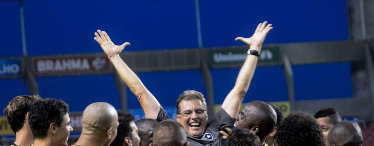 Jogadores do Botafogo mostraram o carinho por Oswaldo