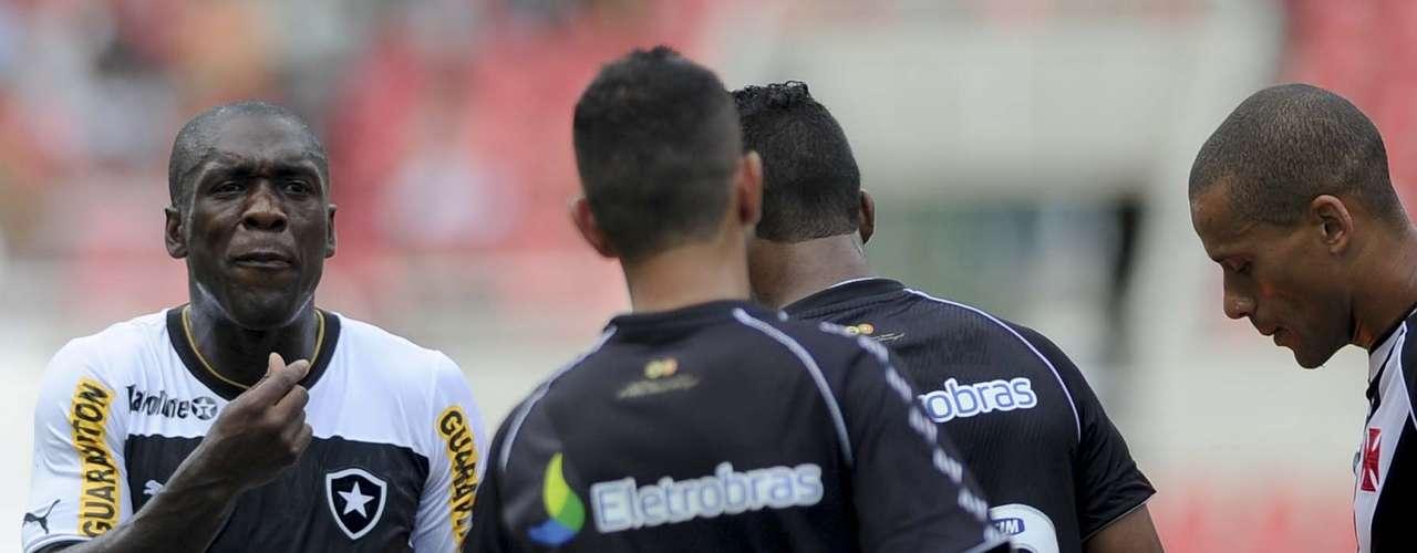 Seedorf discute com rival vascaíno