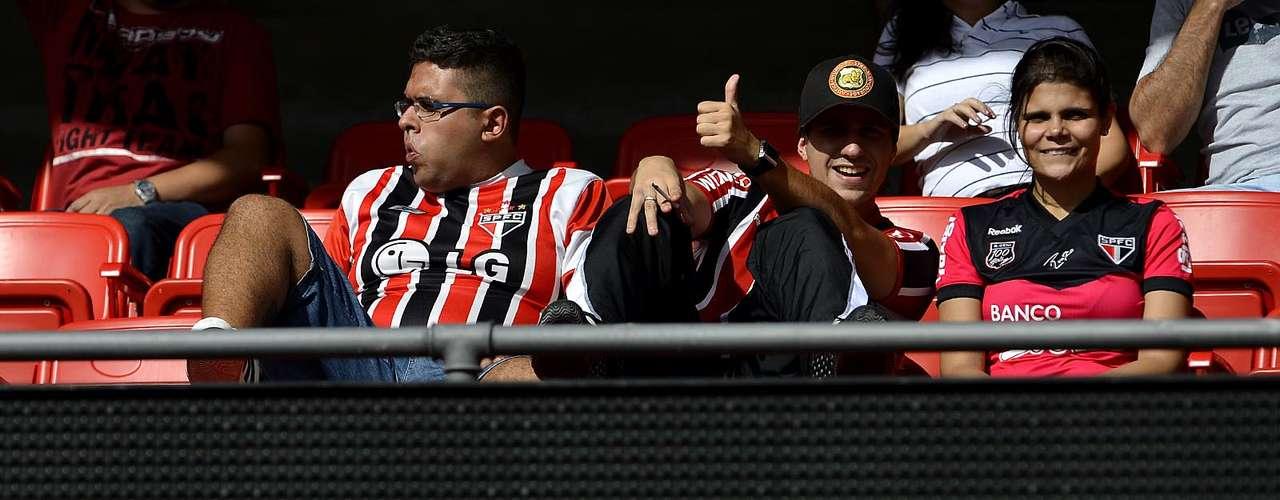 O empate sem gols entre São Paulo e Palmeiras no Morumbi viu muita provocação entre os torcedores e famílias nas arquibancadas