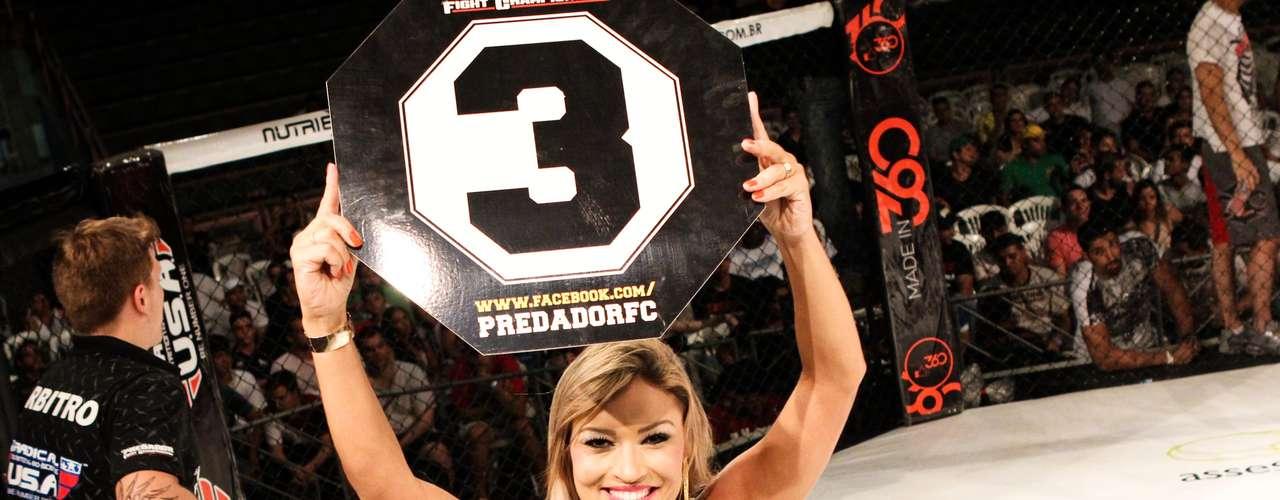 Apresentadora Gil Jung participou do Predador FC 23 como ring girl