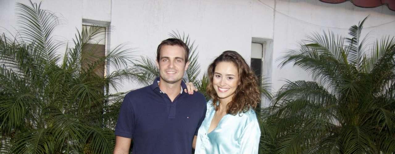 O elenco da novela 'Flor do Caribe' se reuniu para acompanhar a exibição do primeiro capítulo da novela, nesta segunda-feira (11), em churrascaria no Rio de Janeiro. Na foto, o ator Max Fercondini