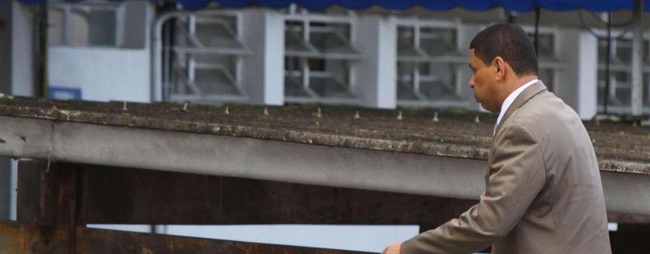 12 de março - Acusado da morte da ex-namorada Mércia, Mizael entrou pelos fundos no Fórum de Guarulhos