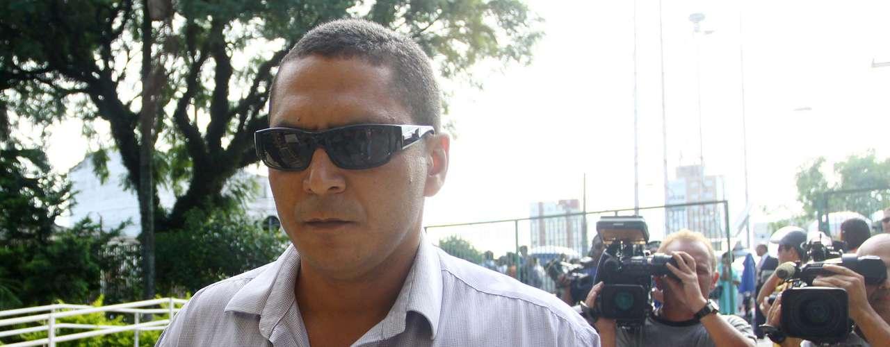 12 de março -Imão de Mizael, Adão Noe Bispo de Souza chega para acompanhar o segundo dia de julgamento
