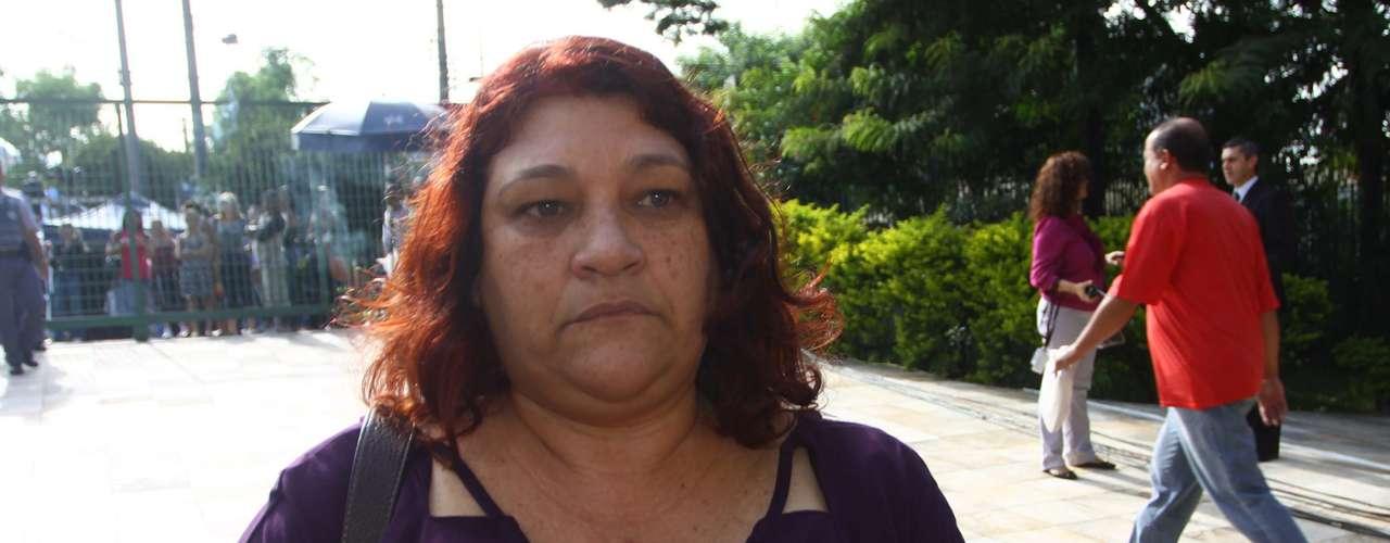 12 de março -Mãe de Mércia Nakashima, Janete Ferreira de Carvalho Nakashima chega para acompanhar o julgamento