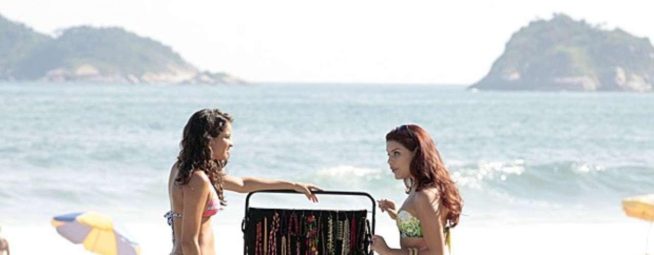 Rosângela convida uma moça para trabalhar no exterior, com todas as despesas pagas e um bom salário