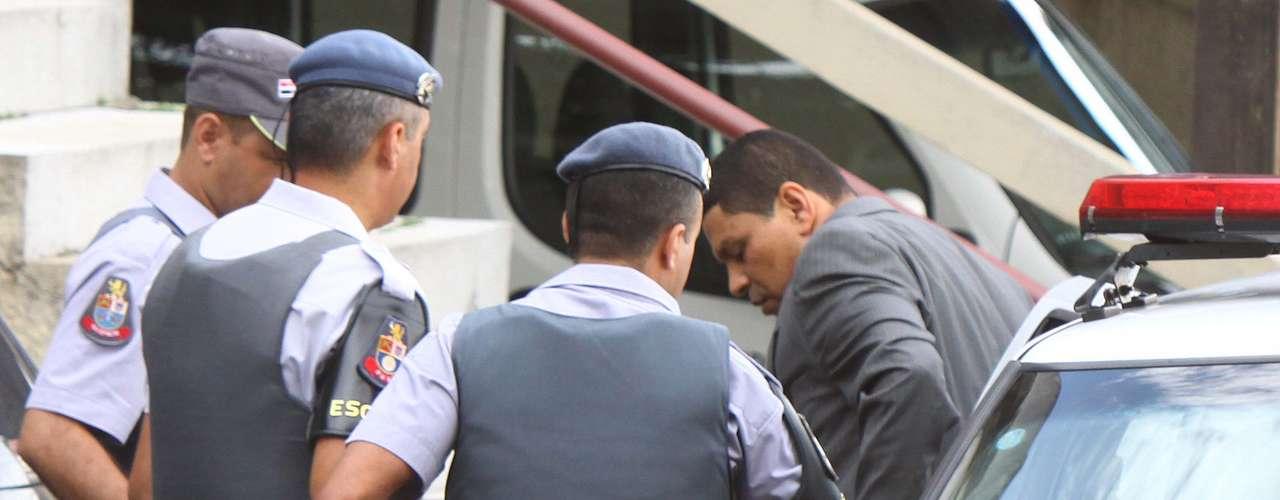 13 de março - O advogado e policial militar reformado, Mizael Bispo, acusado de matar a ex-namorada Mércia Nakashima, chega para o terceiro dia de seu julgamento no Fórum Criminal de Guarulhos, na Grande São Paulo