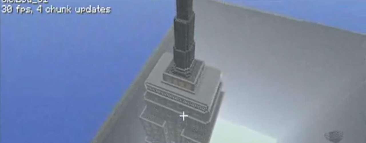 Outro jogador ergueu uma réplica do Empire State Building, um dos maiores edifícios de Nova York, nos Estados Unidos