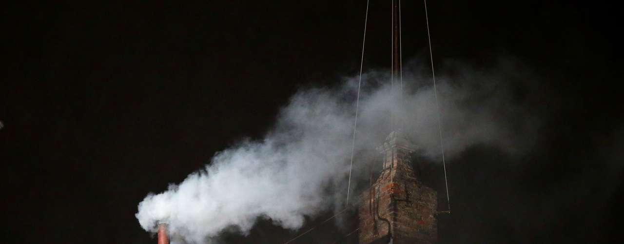 13 de março - No segundo dia de Conclave, fumaça branca indica acordo entre cardeais e que Igreja Católica tem um novo papa. Nome será conhecido em instantes